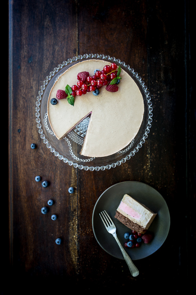 Cake photography, natural light, Nordic style